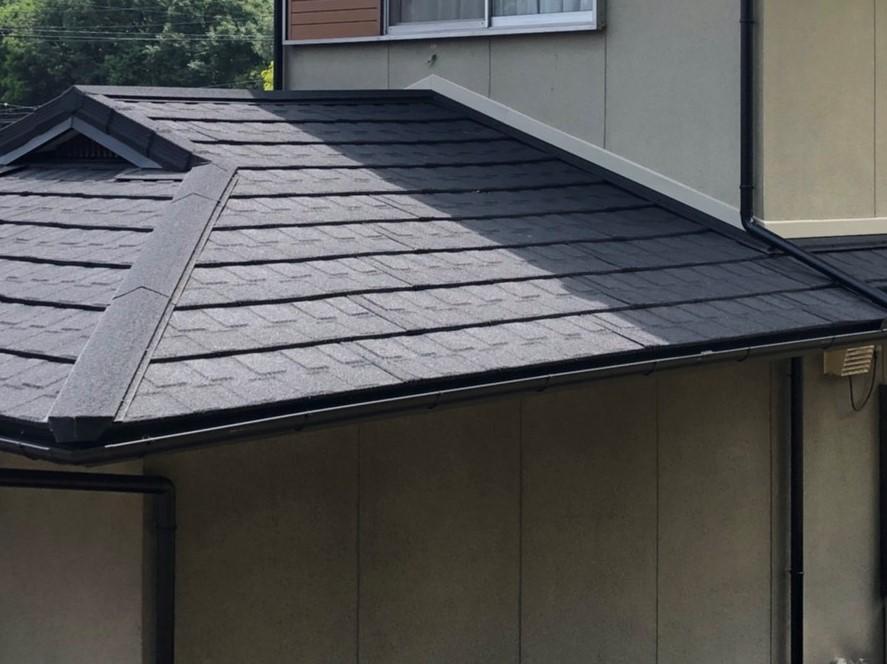 倉敷市中庄で築25年のスレート屋根に板金屋根材「メリッサ」重ね葺きです