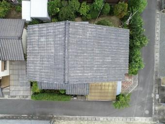 セメント瓦をドローンで上から撮影