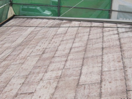 倉敷市西中新田で雨漏りしていた屋根にアスファルトシングルカバー工事です