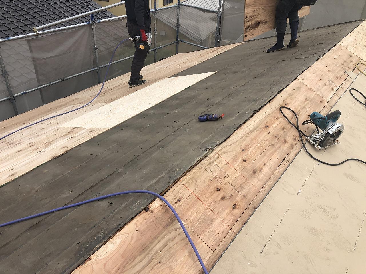野地板上に合板の増張り
