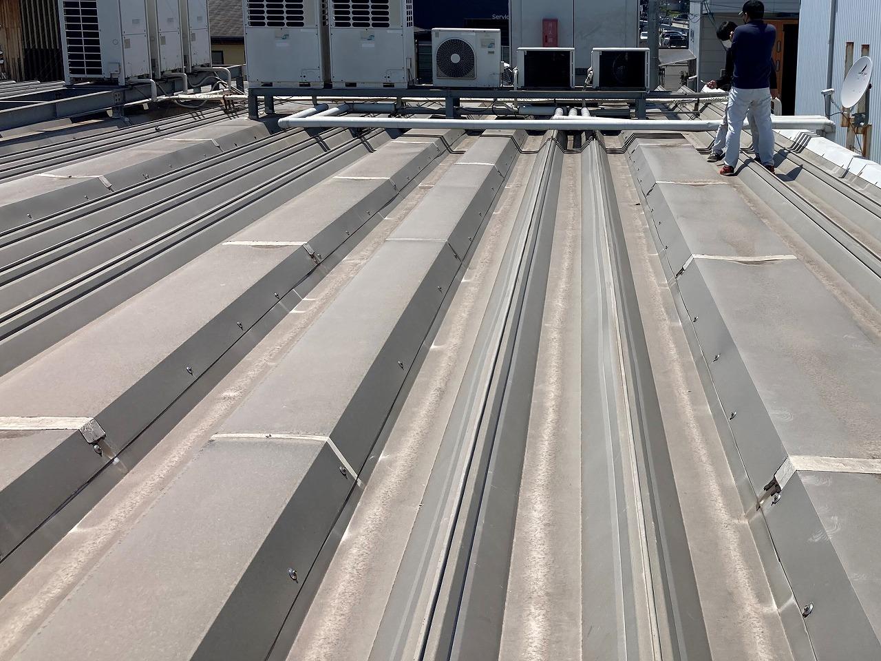 折板屋根です。